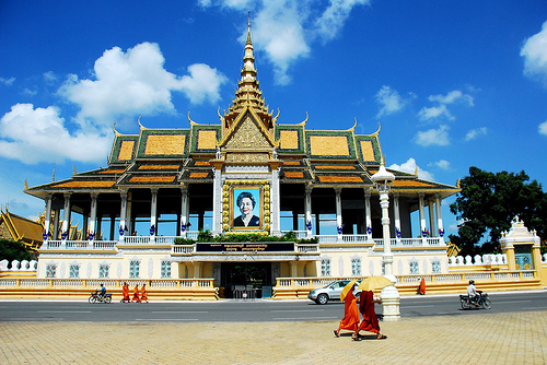 Free & Easy PhnomPênh 5* (3 Ngày)